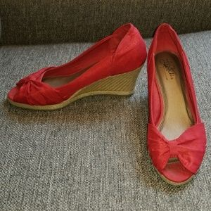 Red peep-toe wedge shoe